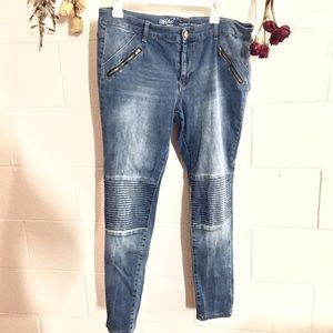 Rubbed Knee Skinny Jeans